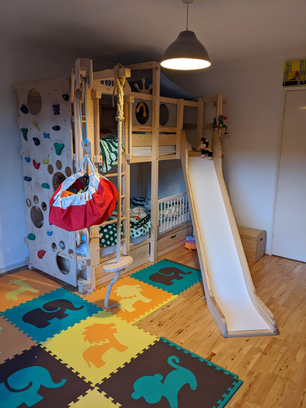 A real photo of MONTEREY bunk bed by DanielG (1)